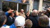 Jean-Marie Le Pen devant la permanence de Lunel aux cotes de Julia Plane
