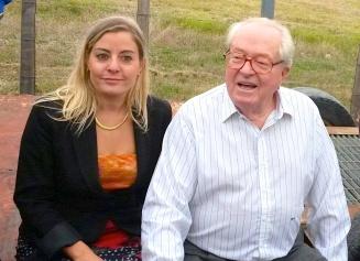 Julia Plane FN et Jean-Marie Le Pen 280913 LUNEL